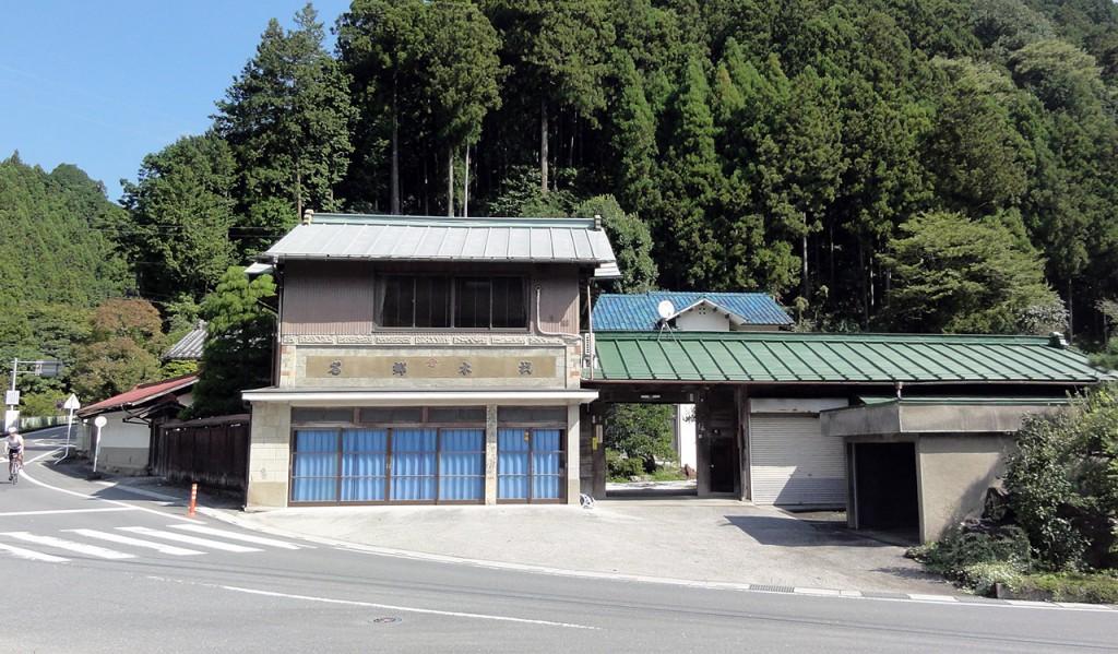 山伏峠への上り口