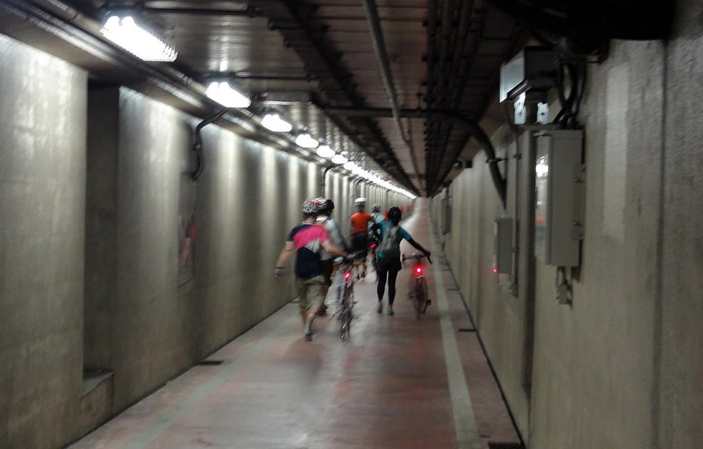 千鳥公園地下トンネル