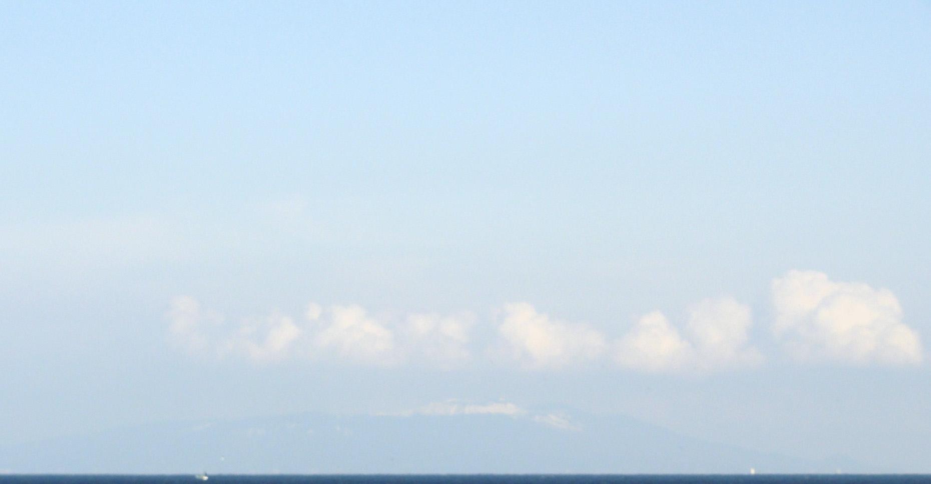 冠雪した伊豆大島