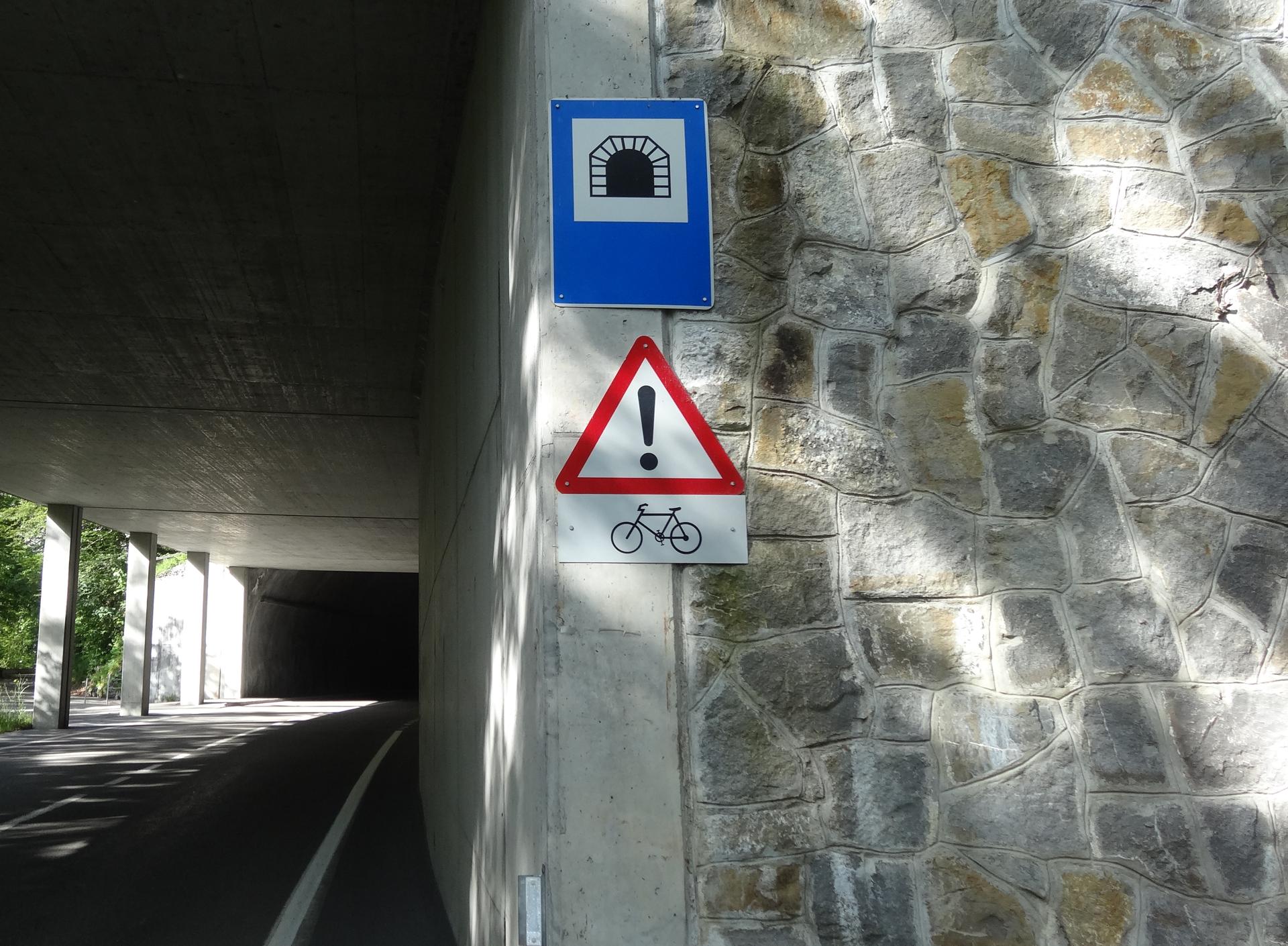 スイスのトンネルはいつ走っても怖い