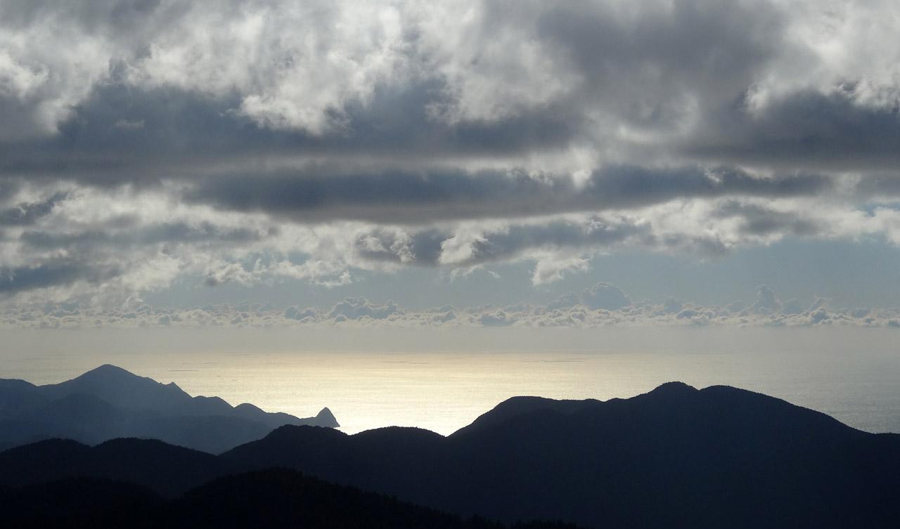仁科峠から駿河湾を望む