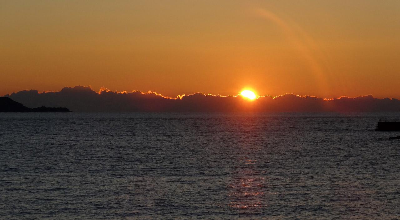 駿河湾に落ちる夕日