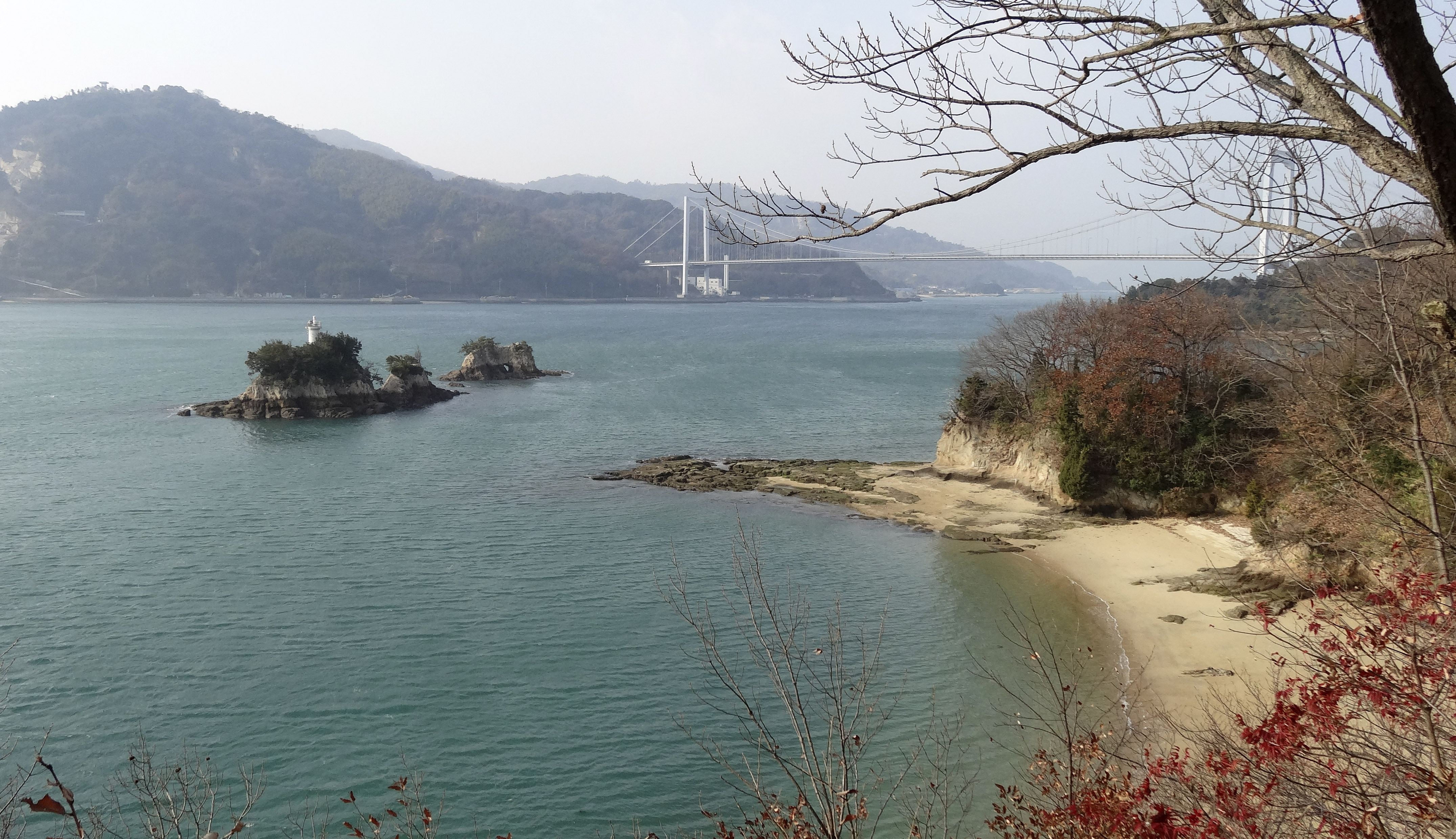 伯方・大島大橋と鶏小島