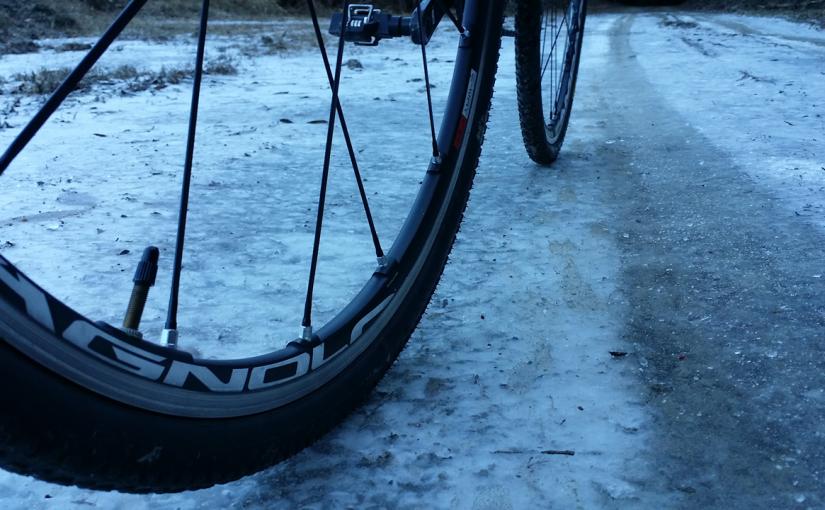 真冬の高尾山周辺の林道をシクロクロスバイクでツーリング