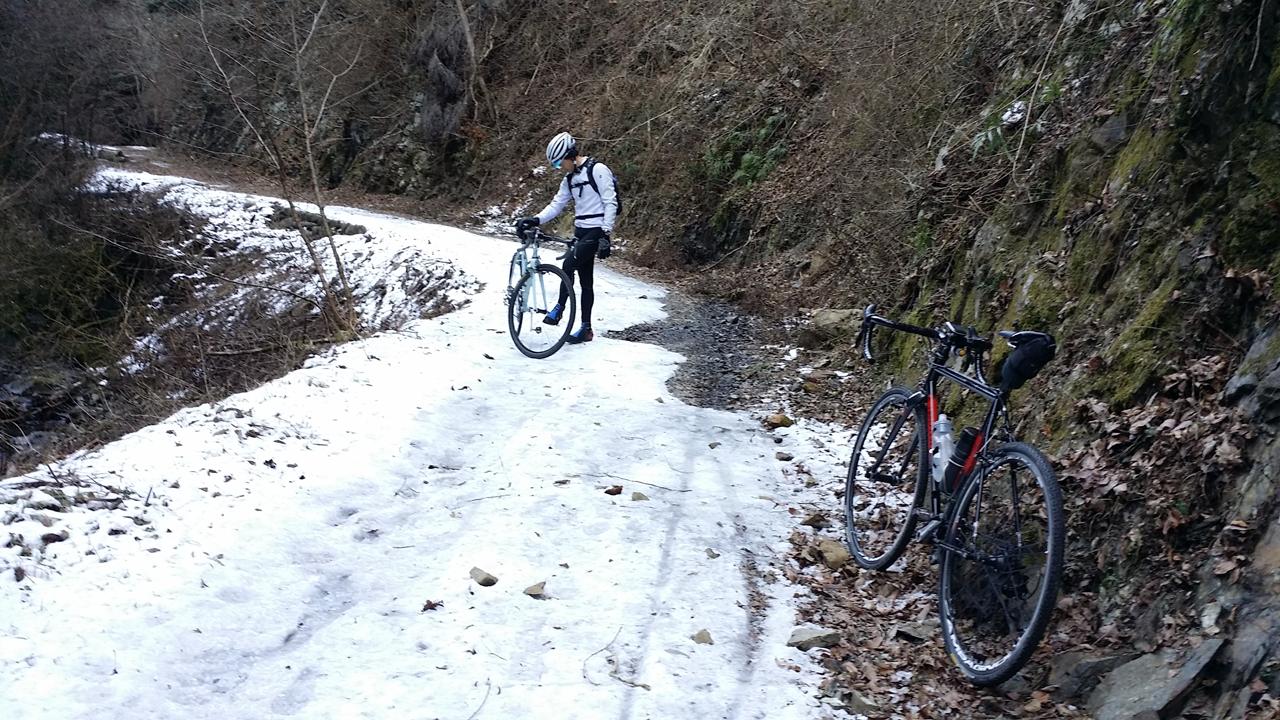 凍った小下沢林道