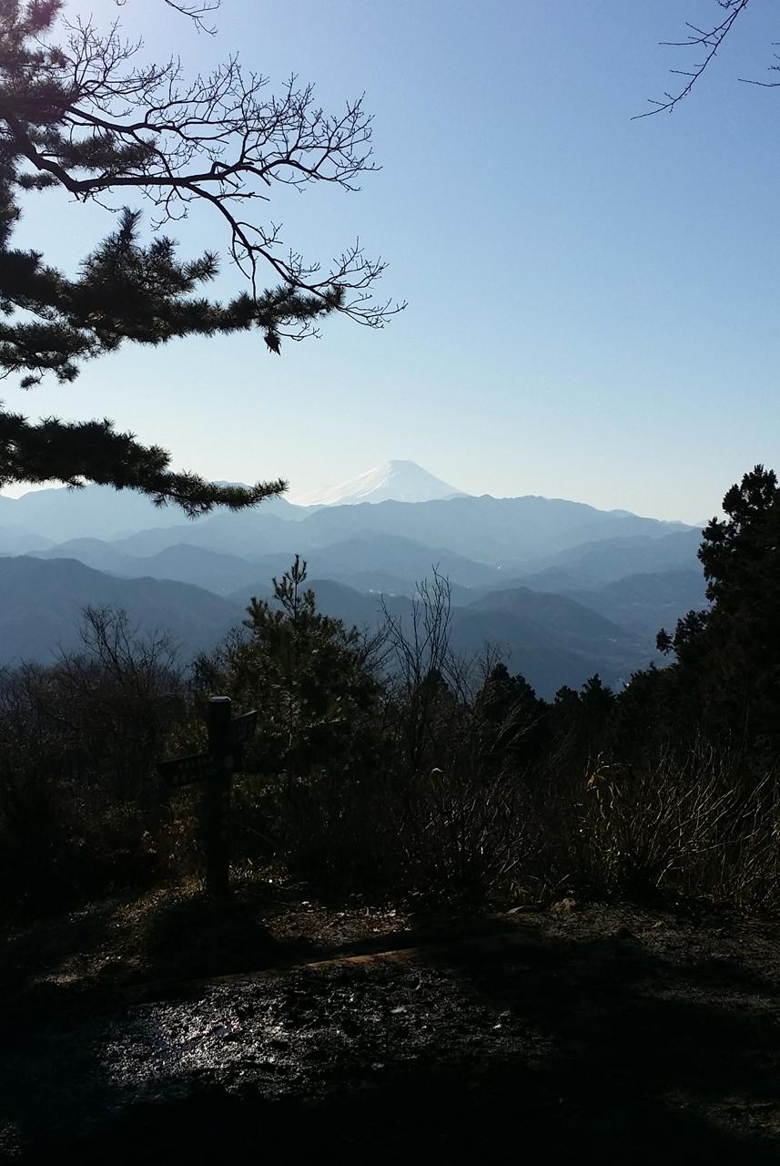 小仏城山から富士山を望む