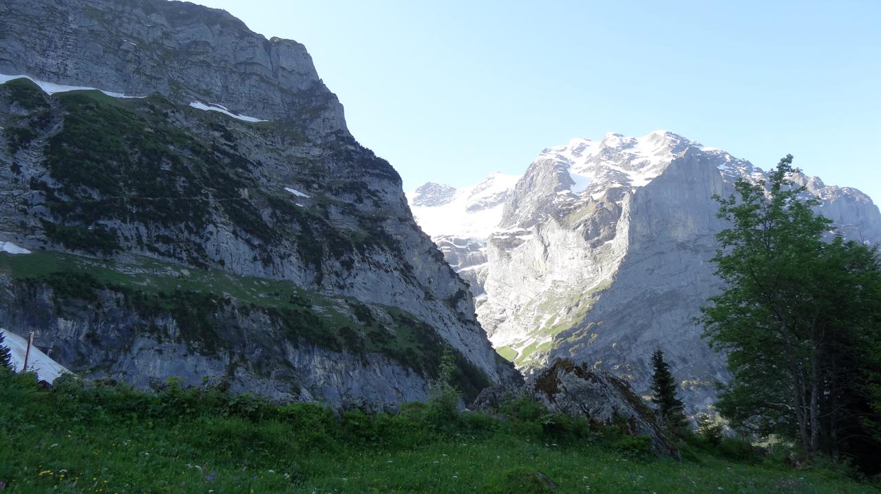 巨大な岩山