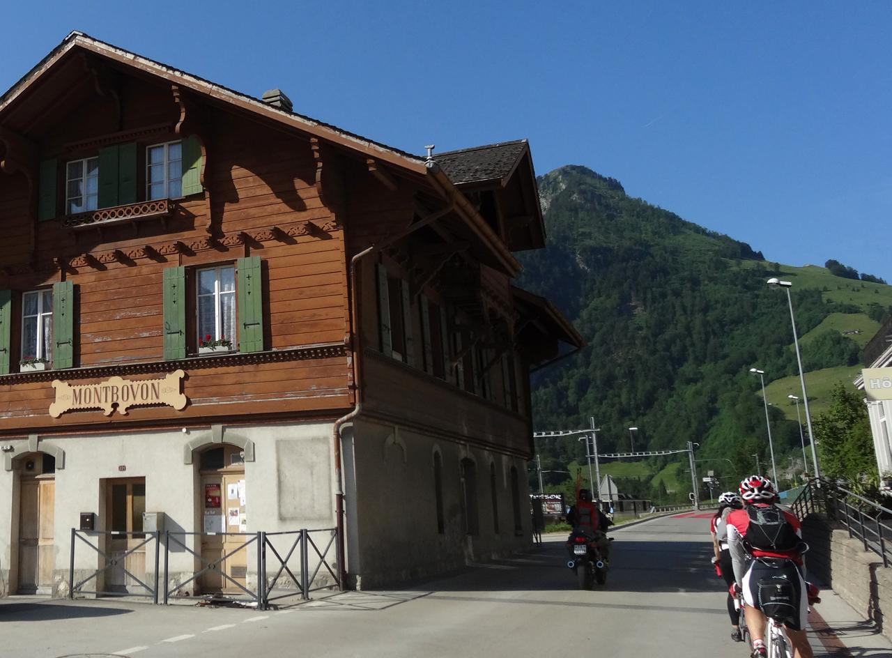 9:08 mont bovon駅 通過
