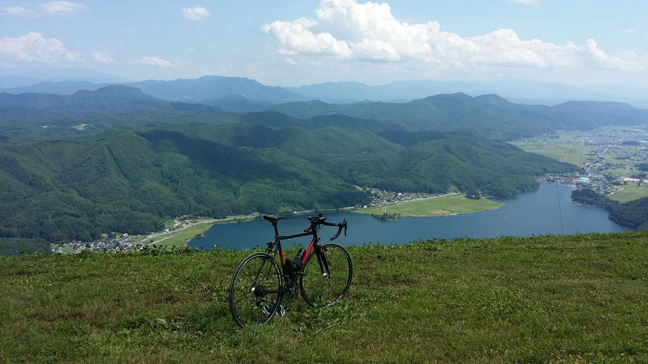 木崎湖を見下ろす高原