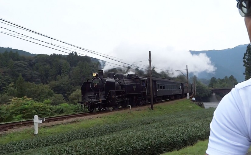大井川鐵道のSLと並走するライド2015