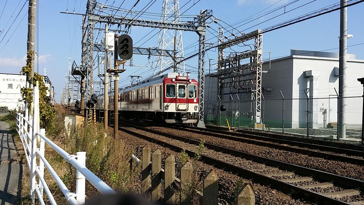 近鉄名古屋線の踏切(東千里)