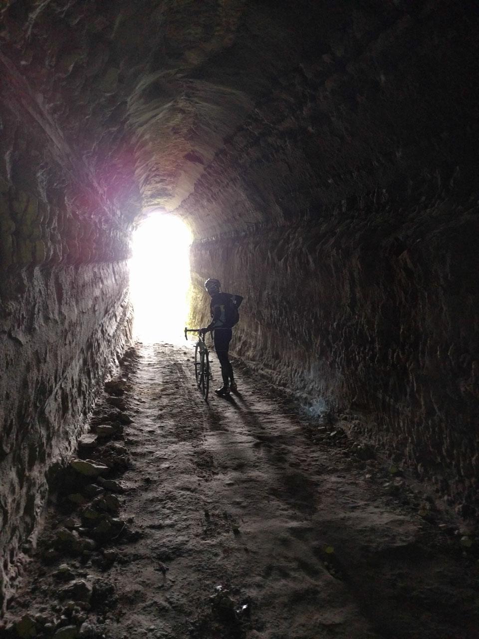 またトンネル