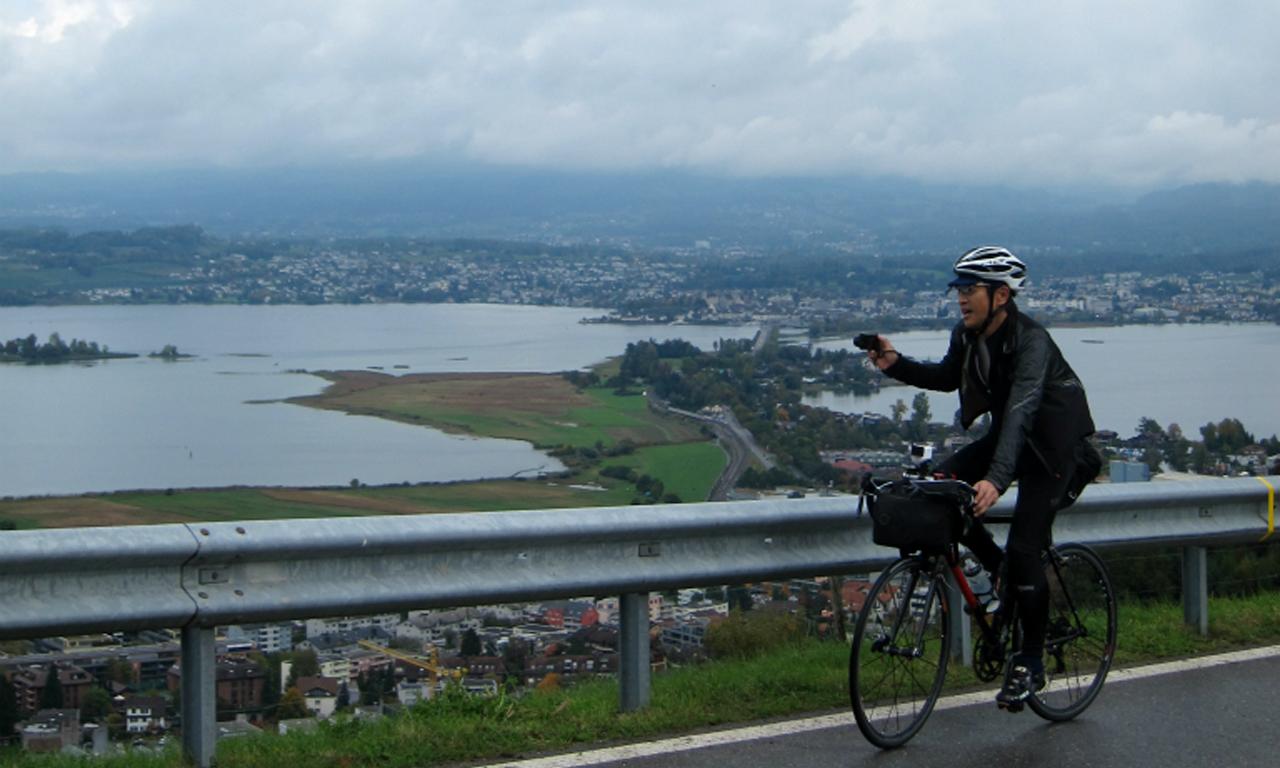 チューリッヒ湖に掛かる唯一の橋