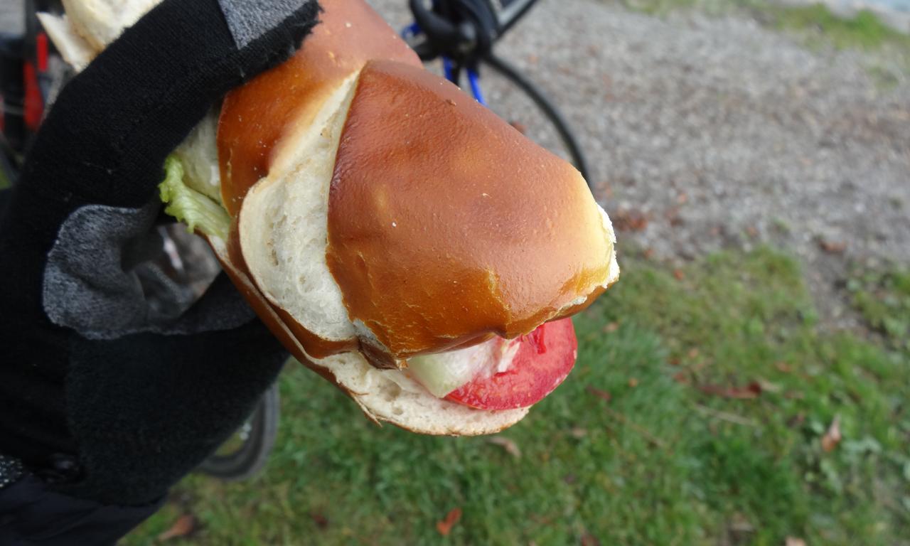 プリュッツェルのサンドイッチを補給@アルプナハシュタット