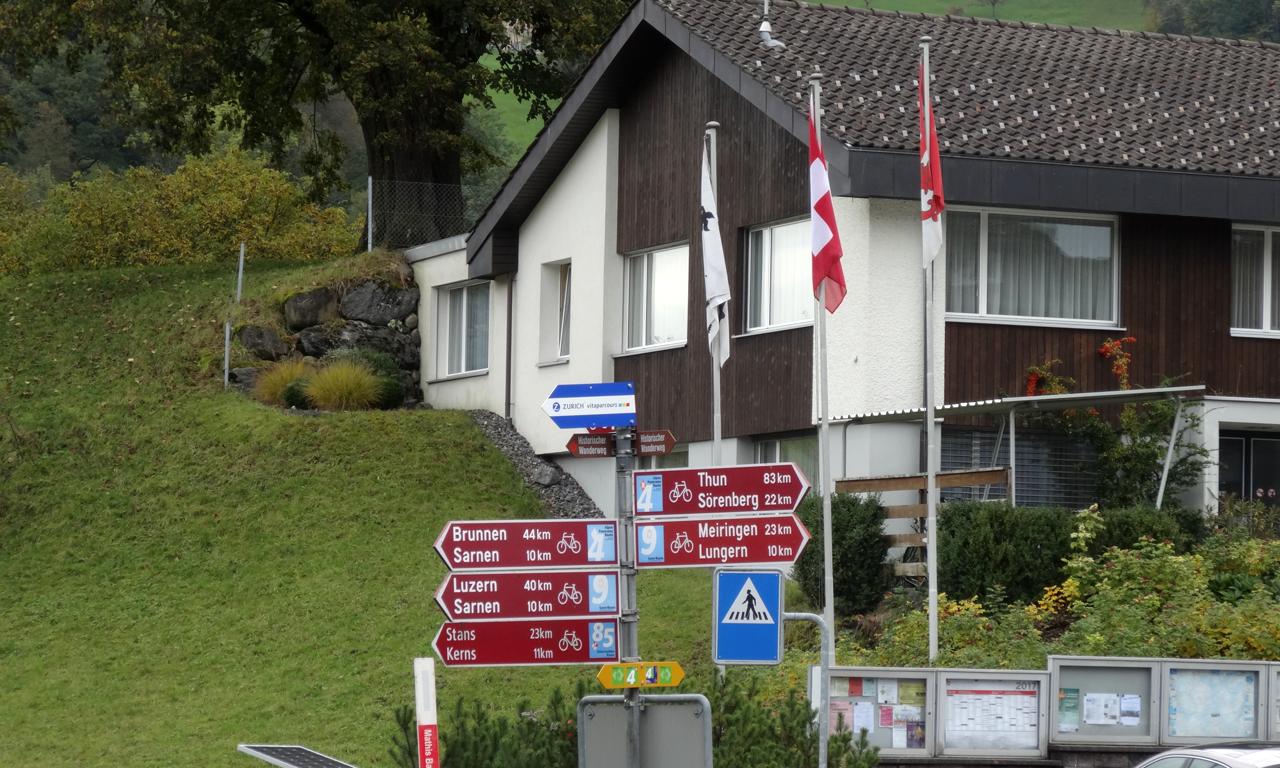 ルンゲルンまで10km メイリンゲンまで23km